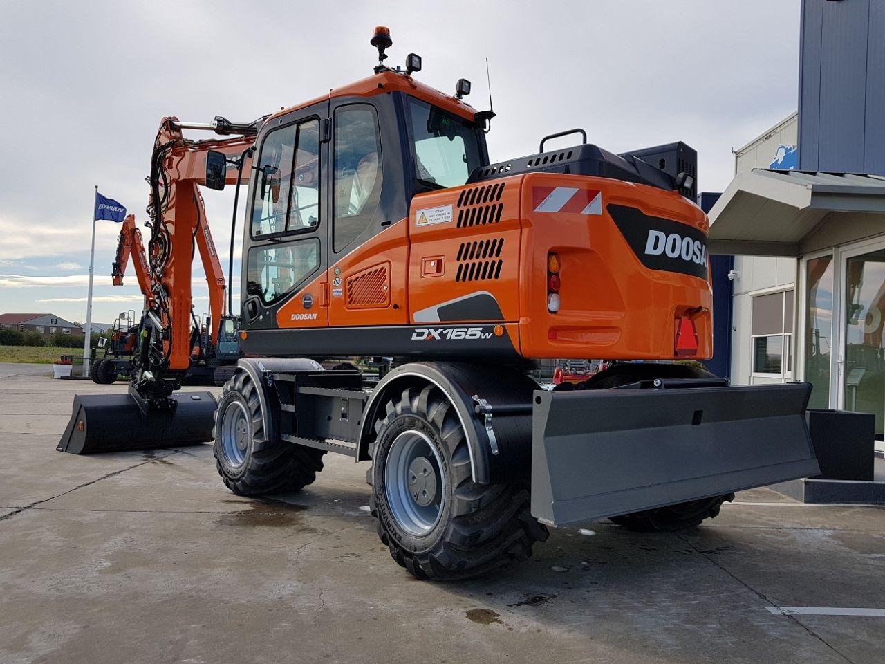 Doosan DX165W-5