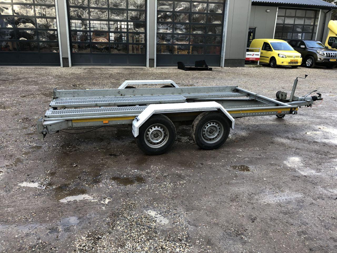 Aanhanger 2700 kg met hand lier ambulance oprijplaten