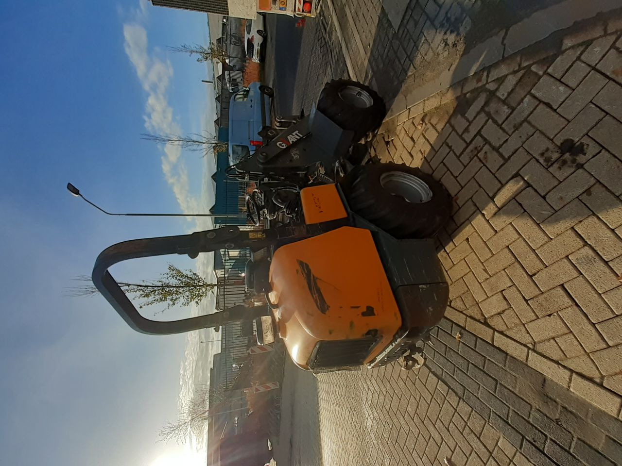 Giant V452T Minishovel met Defect.
