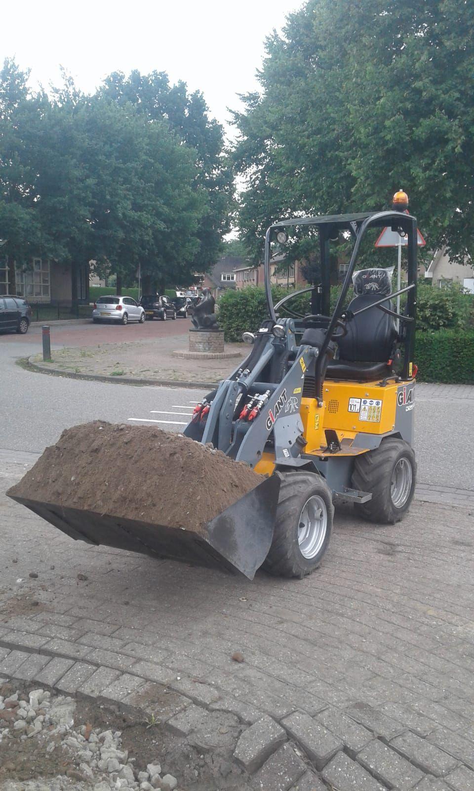 Giant D 254 SW. 3e en 4e functie, goed onderhouden shovel!