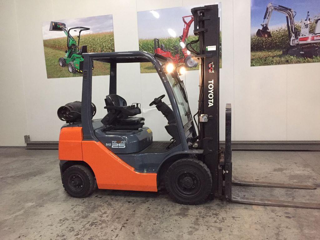 TOYOTA 02-8FGF25 SAS 2.5 ton LPG Heftruck