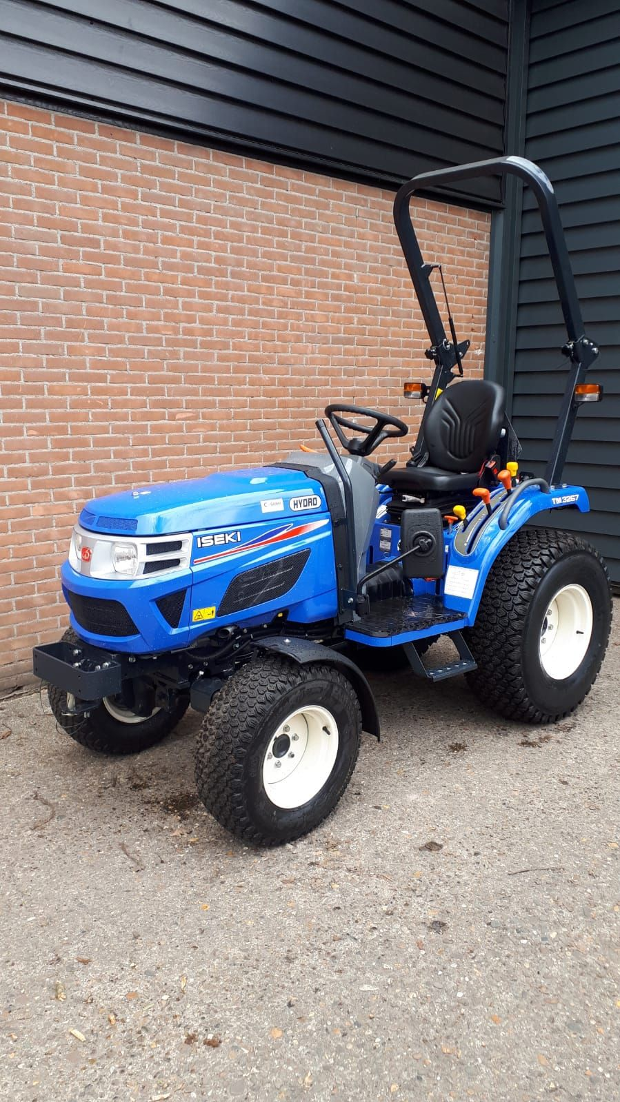 Compact tractor Iseki TM3267