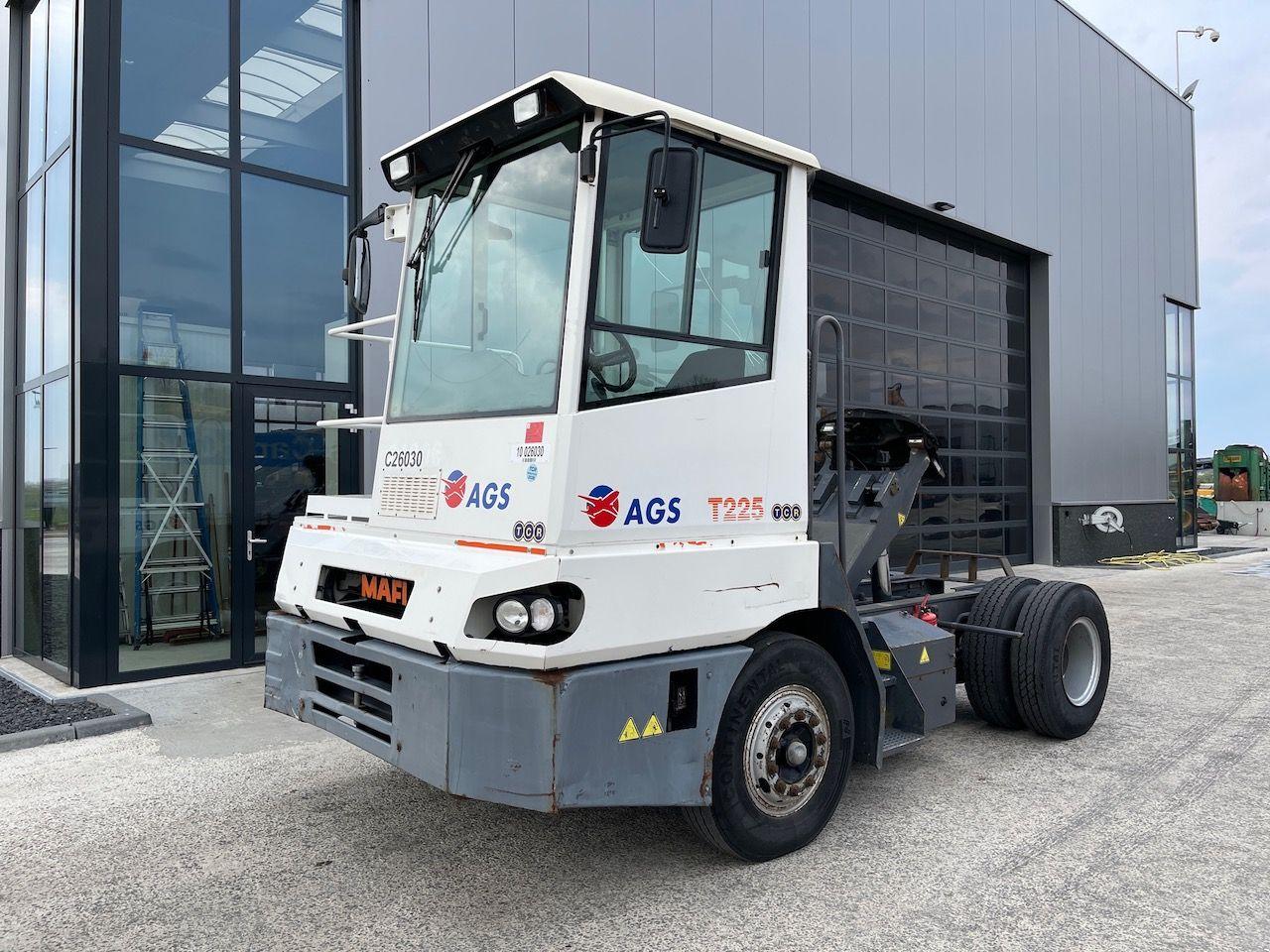 Mafi T225 Terminal tractor