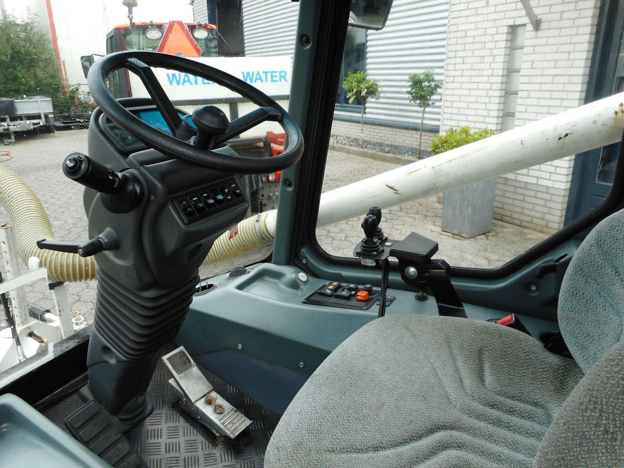 LM-trac 286 poepzuiger/onkruidborstel