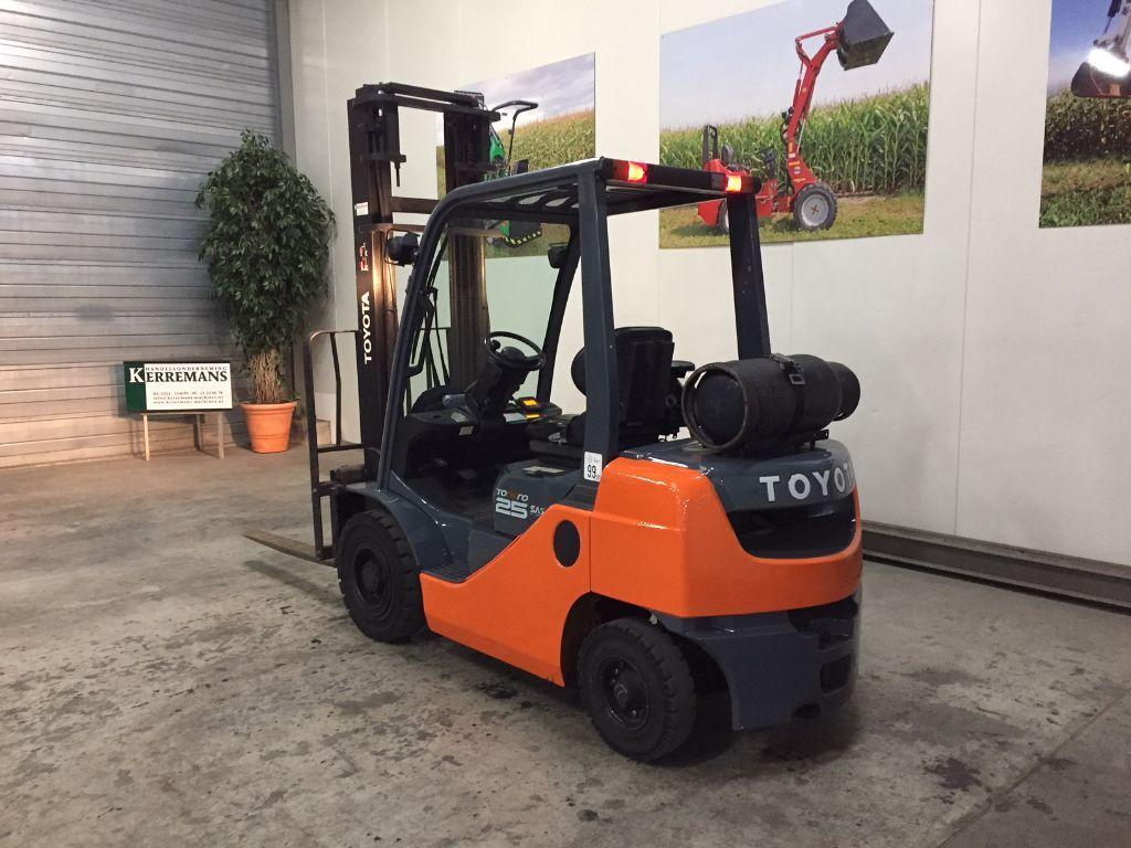 Zeer nette TOYOTA 02-8FGF25 SAS 2,5 ton LPG Heftruck