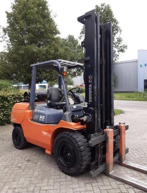Nieuwstaat , Toyota 5000 kg heftruck duplo mast slechts 1493 uur